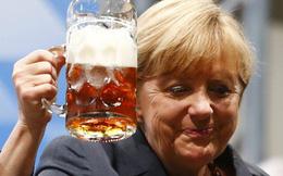 """Ngắm nét mặt bà Merkel """"đọc"""" tiến trình khủng hoảng châu Âu"""