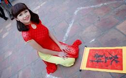 Hot girl Mờ Naive khác lạ và duyên dáng trong tà áo dài đỏ