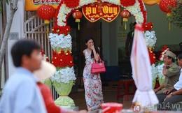 Thủy Tiên liên tục che mặt khi rời khỏi nhà ở Kiên Giang