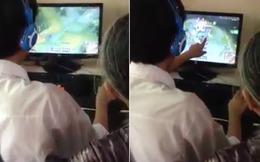 Bật cười cảnh cháu trai luyện game online cho bà