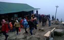 Băng tuyết xuất hiện tại chùa Đồng trên đỉnh Yên Tử