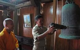 ẢNH: Đại tá HQ Philippines thỉnh chuông cầu an ở đảo Song Tử Tây