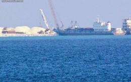 Tàu vận tải TQ hối hả chở vật liệu ra mở rộng trái phép Gạc Ma