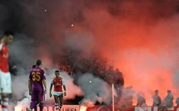 Fan Arsenal lo phát sốt vì cảnh này trên sân Emirates