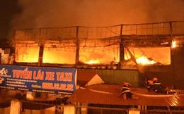 Hình ảnh cảnh sát bò mái tôn chữa cháy bar Luxury trong đêm