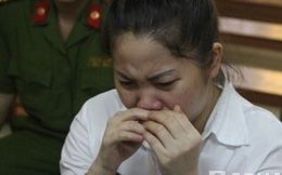 Người vợ chém chết chồng òa khóc tại tòa