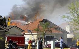 Máy bay quân sự Mỹ đâm vào nhà dân