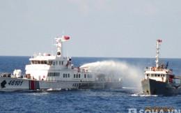 Clip tàu Trung Quốc hung hăng đâm thẳng tàu Việt Nam