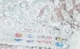 Hoảng hồn vì cửa kính ATM bất ngờ đổ sập, vỡ vụn