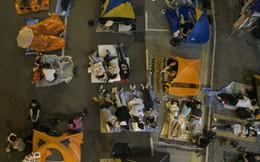 """Hồng Kông: Mừng hụt, người biểu tình lại """"lều chõng"""" ra đường"""