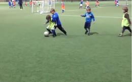 """""""Khai quật"""" được Messi 6 tuổi của bóng đá Bắc Âu"""