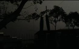 Gió táp, mưa xối xả, sấm ầm ầm trên bầu trời Hạ Long (clip)