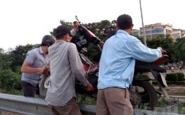 """Nghề mới lạ lùng ở Hà Nội: """"Cõng xe máy"""" trốn cảnh sát giao thông"""