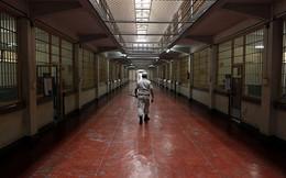 Mặc độc quần lót vượt nhà tù khủng khiếp nhất thế giới
