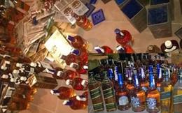 Sang Lào mua rượu rẻ về làm giả rượu Tây nổi tiếng