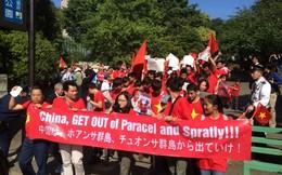 Người Việt toàn cầu hướng về đất mẹ, xuống đường phản đối TQ
