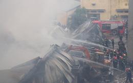 Làng lụa Vạn Phúc cháy trở lại, gần 400 chiến sĩ tham gia dập lửa