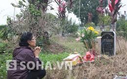 Mẹ chị Huyền ra mộ thắp hương cho con gái trước phiên tòa