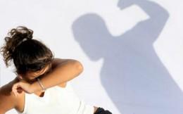 Con gái 5 tuổi bị xâm hại, chồng điên cuồng trút giận lên vợ