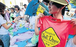 Trải nghiệm lạ lùng: Vào khu biểu tình Thái Lan mua... quần áo