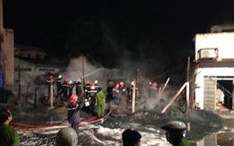 Gần 100 cán bộ chiến sĩ chữa cháy đêm 30 Tết