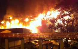 Cháy bar Luxury Hà Nội, lửa bốc ngùn ngụt trong đêm