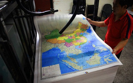 """Trung Quốc phát hàng triệu bản đồ """"phi pháp"""" cho các binh sĩ"""
