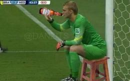 Ảnh chế: Quá nhàn rỗi trước Brazil, sao Hà Lan nhậu luôn trên sân