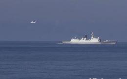 2 máy bay cánh bằng của Trung Quốc lượn liên tục trên giàn khoan