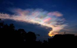 """Cuối ngày nắng kỷ lục, trời Hà Nội xuất hiện """"mây lạ"""""""