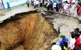 """Phát hiện hang động đá vôi bên dưới """"hố tử thần"""" đang gây hoang mang cho người dân ở Thanh Hóa"""
