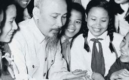 Hồ Chí Minh - Người hóa thân của hồn thiêng sông núi