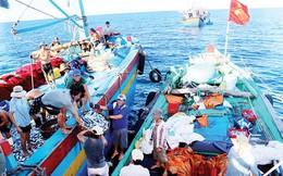 Phóng sự ảnh: Chợ giữa biển Đông