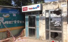 Nhóm trộm đi ô tô cạy phá trụ ATM
