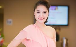 Hoa hậu Hương Giang khoe nhan sắc gái một con