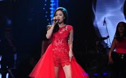 Clip Hoàng Thùy Linh hát như nấc trên sân khấu