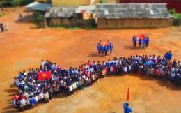 Xúc động bức ảnh hàng trăm trẻ người Mông xếp hình bản đồ VN
