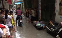 Mẹ già nằm co quắp dưới mưa tại Hà Nội: Con gái nói gì?