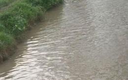 Sốc: Phát hiện 2 xác thai nhi dưới mương nước ở Hà Nội