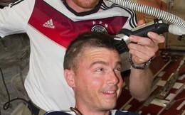 Xem phi hành gia Mỹ bị cạo trọc đầu trên vũ trụ vì thua độ WC2014