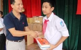 Soha News trao tặng tủ sách cho học sinh nghèo Bột Xuyên