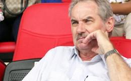 Các HLV ngoại nói về bóng đá Việt Nam: 'Xây nhà từ nóc'; 'Các anh bán trận này bao nhiêu?'