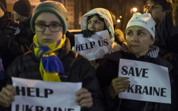 """Ukraine: """"Miệng vực"""" vỡ nợ chỉ còn cách vài…li"""
