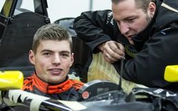 Mới 16 tuổi, chưa có bằng lái xe vẫn trở thành tay đua F1