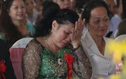 Nụ cười và nước mắt của mẹ Công Vinh, mẹ Thủy Tiên