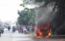 Xe đang chạy bất ngờ bốc cháy, tài xế bị bỏng nặng