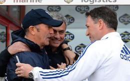 Lộ clip Jose Mourinho ôm thắm thiết HLV West Brom