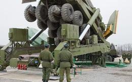 [ẢNH] Nạp đạn cho tên lửa Topol-M