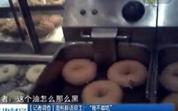 """PV phanh phui """"hậu trường"""" chế biến ghê rợn của bánh mỳ nổi tiếng"""