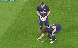 """David Luiz giở trò """"dị"""" khi tái đấu Chelsea"""